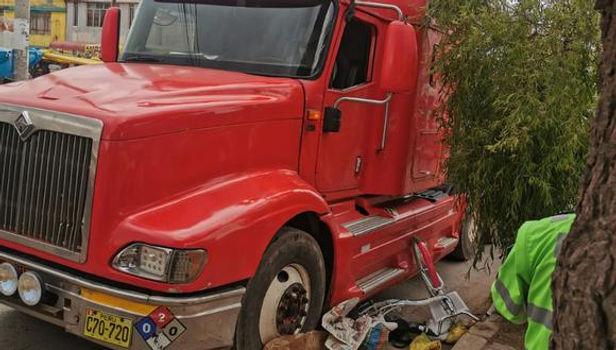 En puno camión aplasta y mata a una ciclista