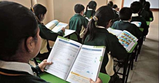 Sería imprudente la vuelta a clases presenciales en el 2021, según vicedecano del Colegio Médico