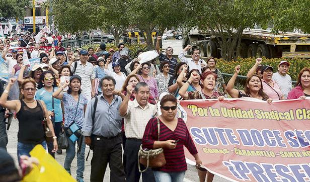 Dejan sin efecto ley que repone a 14 mil docentes cesados