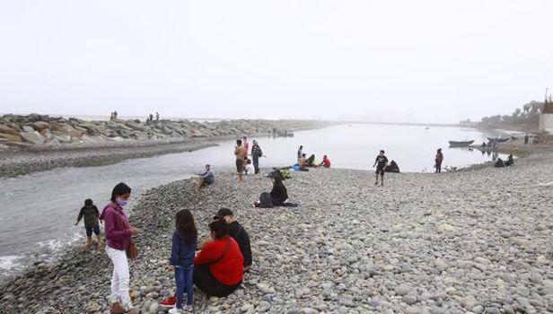Para Martín Vizcarra las playas se pueden convertir en focos de contagio