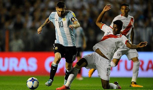 Con Lapadula desde el arranque Perú buscará su primera victoria ante Argentina