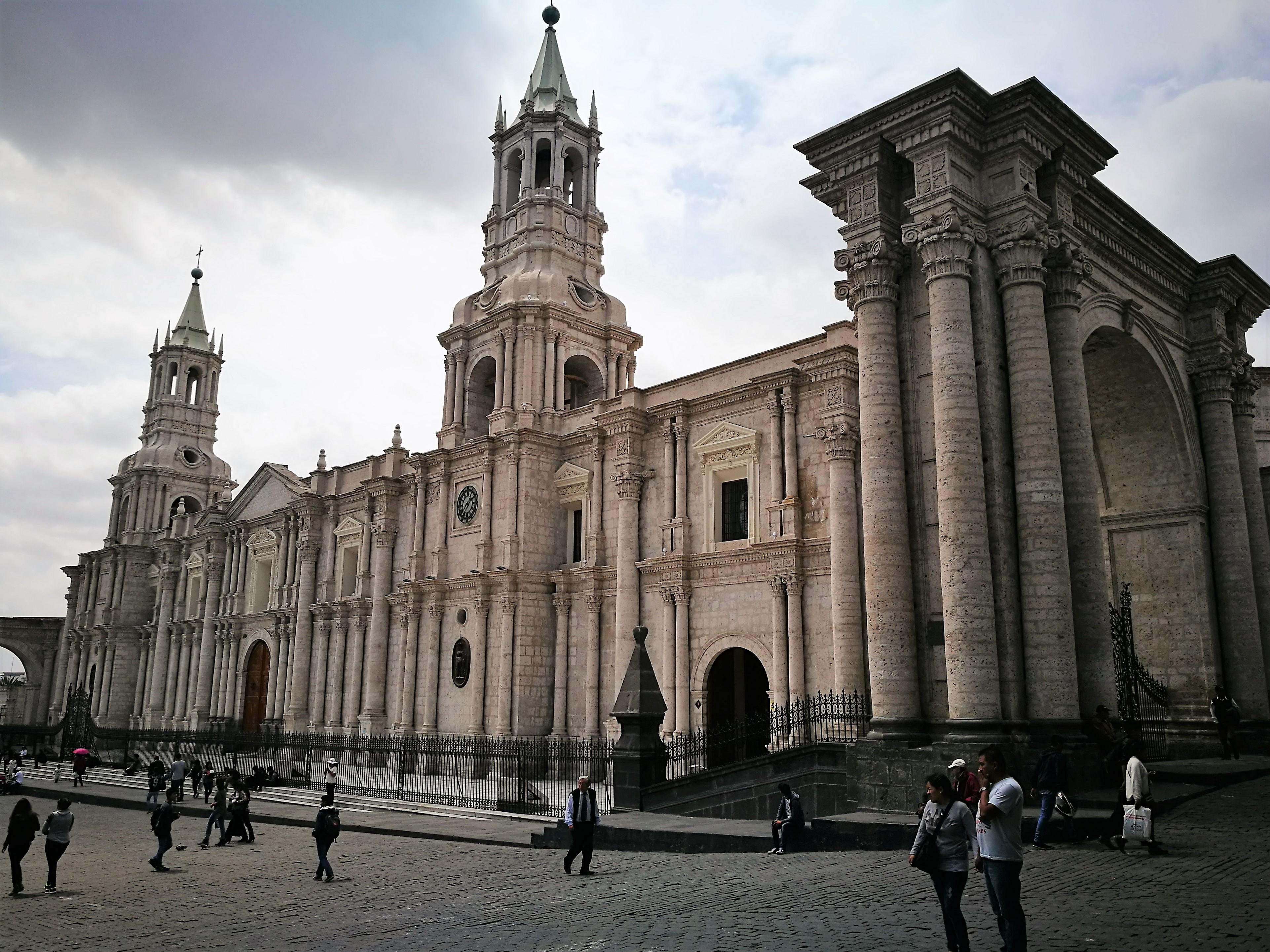 Façana_de_la_catedral_d'Arequipa.jpg