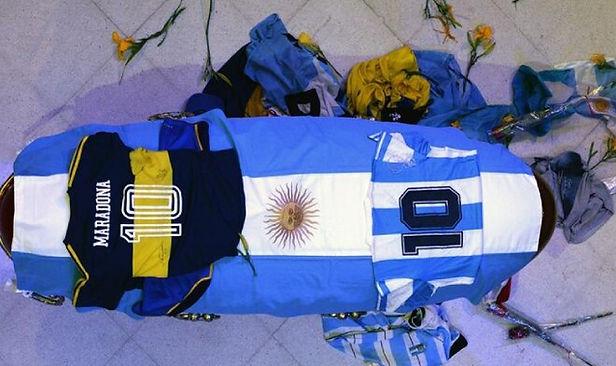 Diego Maradona ya descansa en paz tras multitudinaria despedida en Argentina
