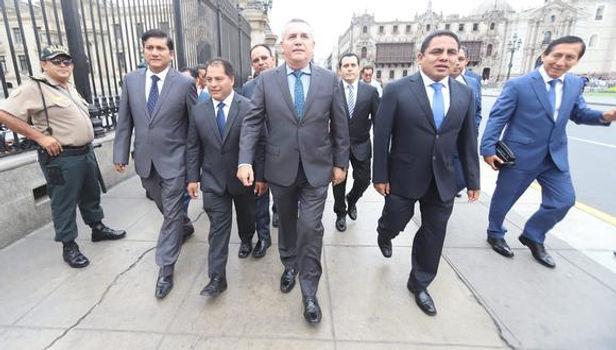 Podemos Perú propone eliminar sueldos vitalicios de expresidentes y excongresistas