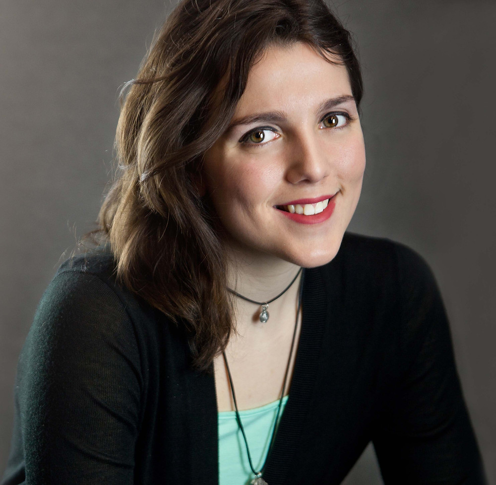 headshot of author Sara Francis