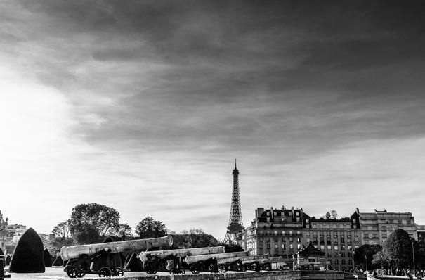 Les Invalides avec la Tour Eiffel au fond