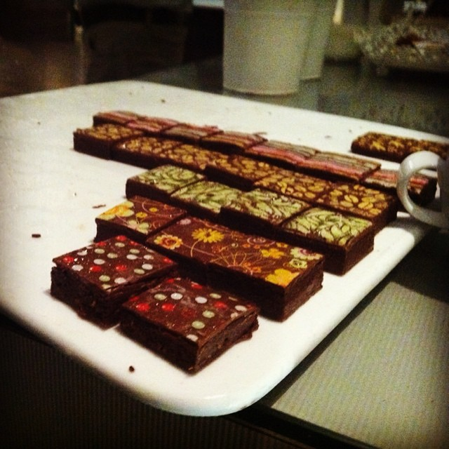 Instagram - החלטנו להתחיל דיאטה.......... אבל אז הגיעו פרלינים עבודת יד משוקולד