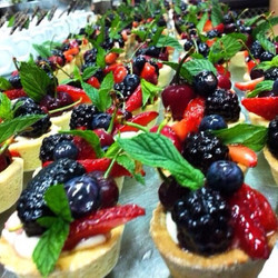 Instagram - Raspberries and strawberries tartlet ❤️