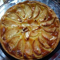 Instagram - טארט תפוחים בקרם פרנג'יפאן.  מהעוגות הפופואלריות אצל נוניס, מכילה קר