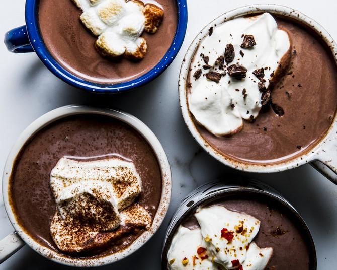 להישאר בבית ופשוט להתבטל: מתכון חורפי לשוקו חם עם שוקולד ואספרסו