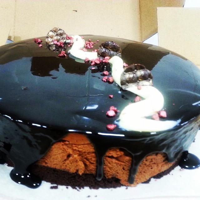 Instagram - 🍫Chocolate sins🍫 תחתית בראוניס שוקולד, מוס שוקולד בלגי, ציפוי גליי