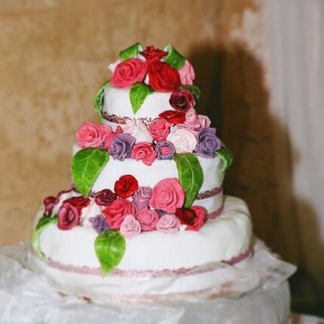 עוגת חתונה פרחונית מבצק סוכר
