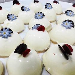Instagram - אוהבים להשקיע באורחים שלכם עד חצי המלכות? עוגות גבינה אישיות בגרסת א