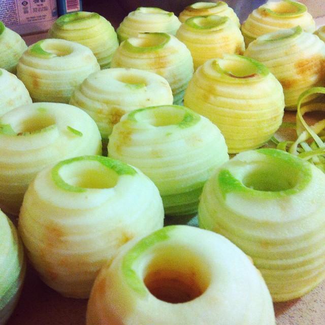 Instagram - In the process בוקר של תפוחי גרנד סמית, חתוכים בצורה ספירלית ייחודית