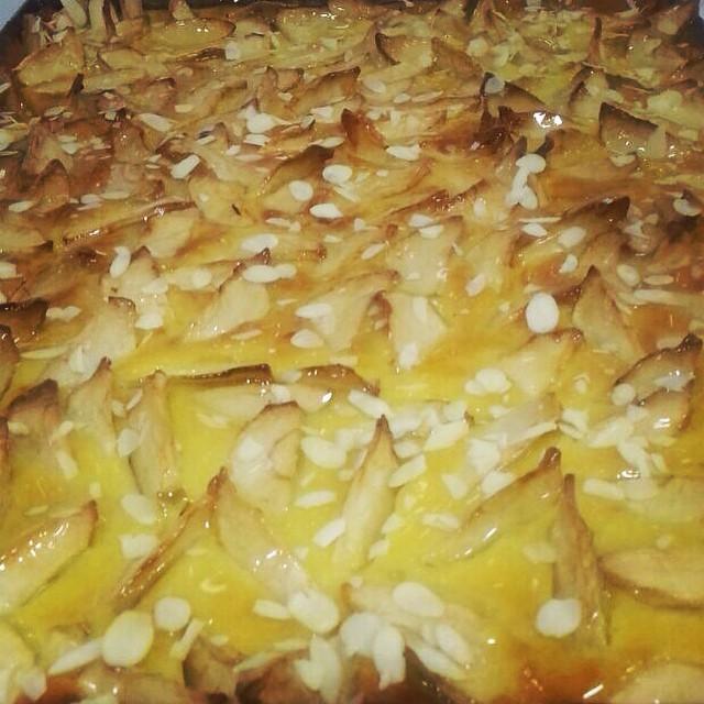 Instagram - Apple pie 🍏 טארט תפוחים בקרם פרנג'יפאן - פטיסייר ושקדים.jpg