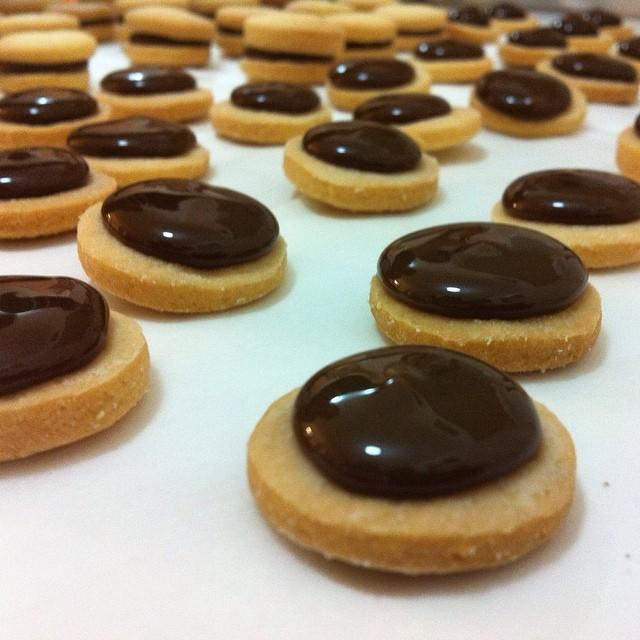 Instagram - נקודת מבט של עוגייה. מחר אצל נוניס קניון קרית אונו, עוגות ומאפים לשב