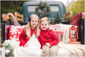 Noah & Olivia | Christmas Mini Session