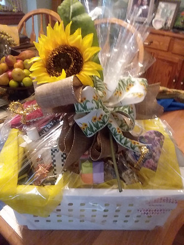 Pamper basket with sunflower