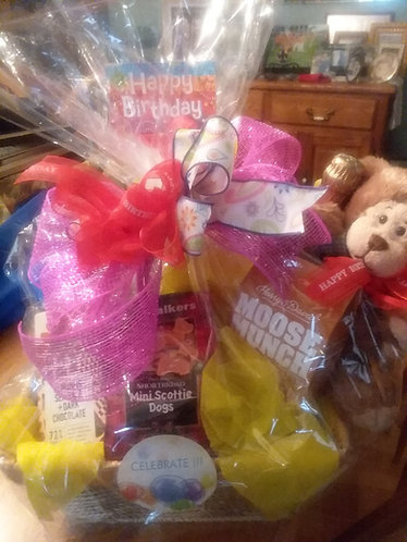Birthday Basket with a touch of plush (Bear)