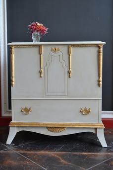 bathroom-vanity-painted-in-jolie-paint-g