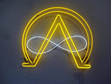 alfa&omega 70_80 сm, white and yellow neon glas