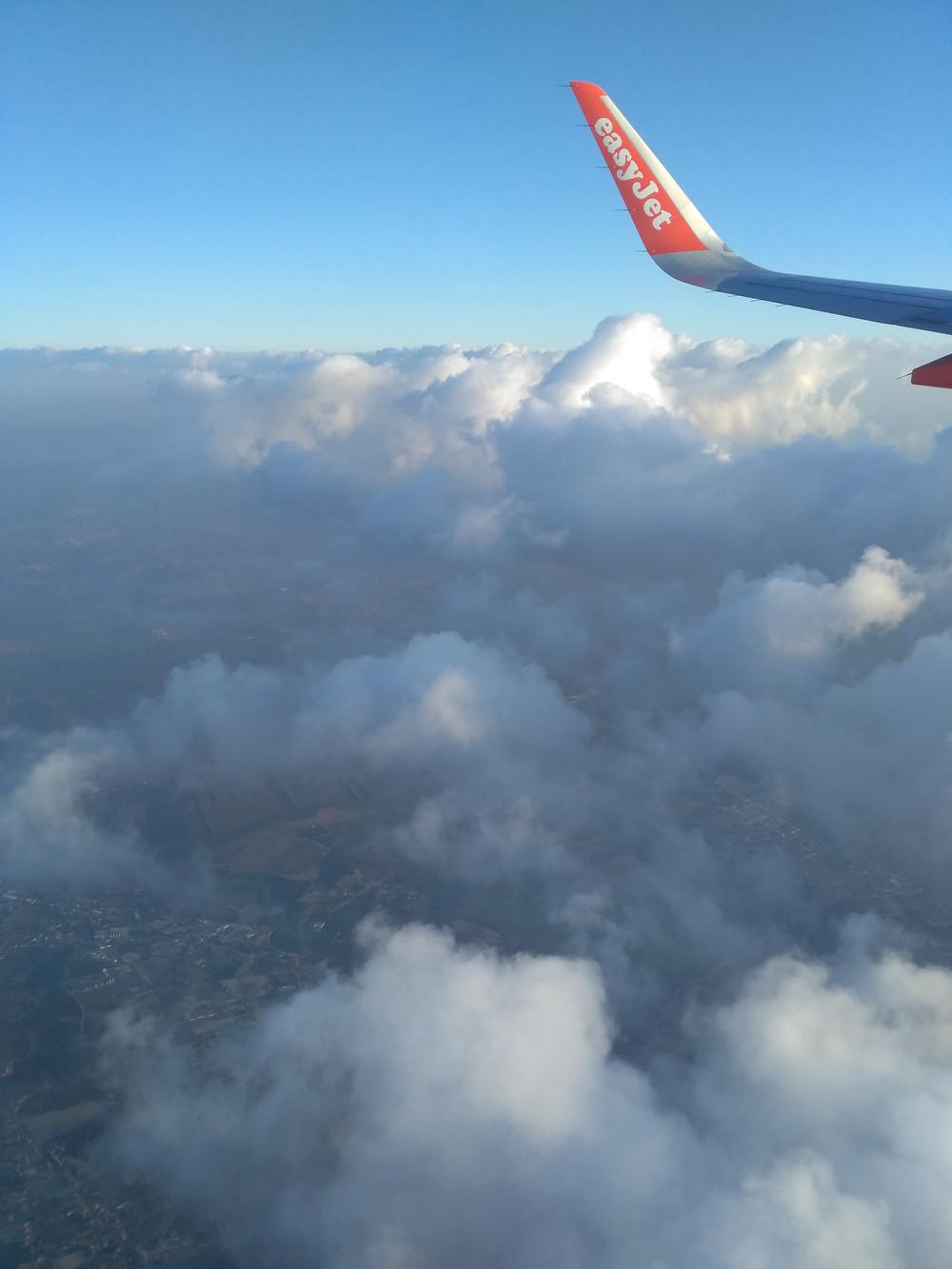 Vista de nubes desde avión easyJet