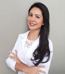 Dra. Andressa Moreira, fisioterapeuta especializada em Pilates Clínico.