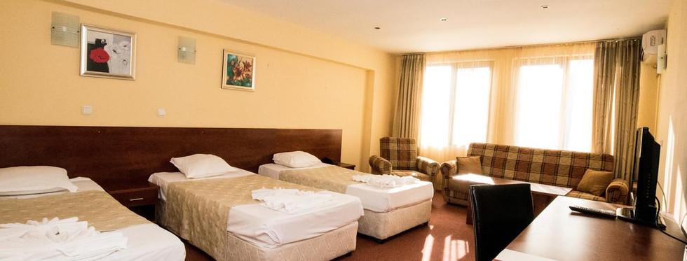 hotel_triple_room.jpg