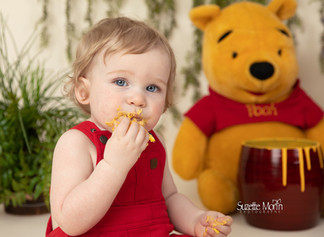 1 year cake smash/ Winnie the Pooh theme/ Suzette Morin Photography