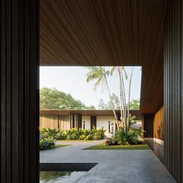 Sanur House - Bali / Erik Fatono
