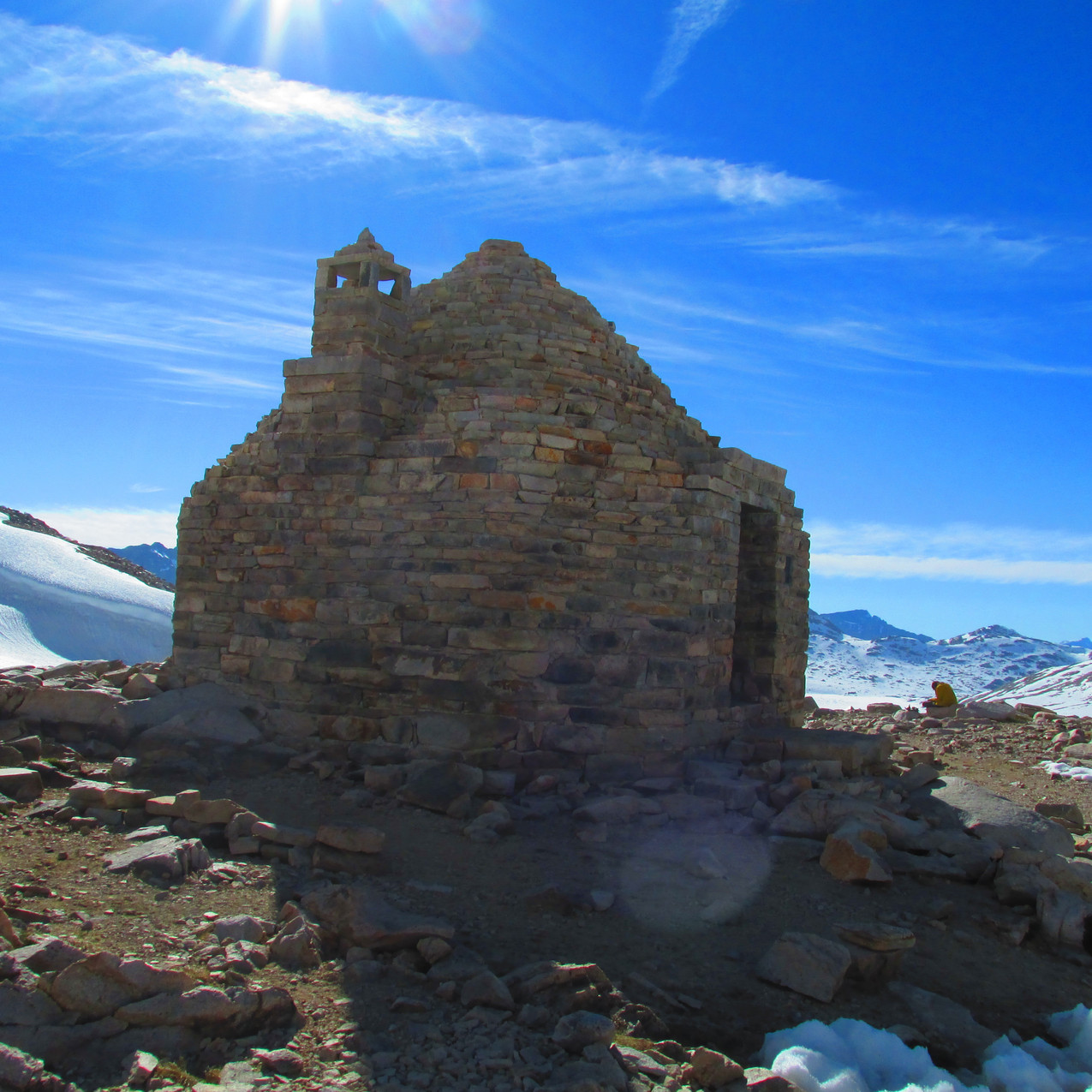 This shelter is located at the top of Muir Pass.