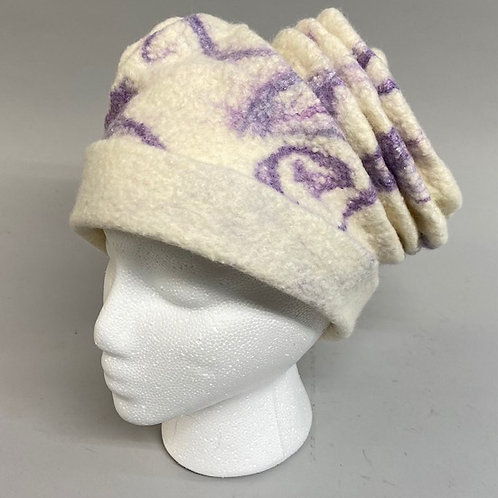 Hat in cream with purple silk