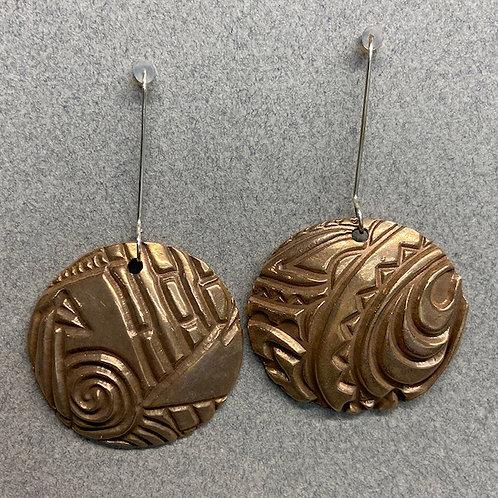 Assymetrical textured earrings