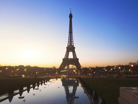 Vi bevæger os tur/retur til Paris