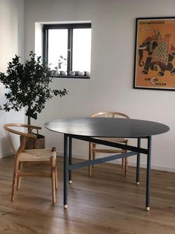 שולחן ברזל - תל אביב