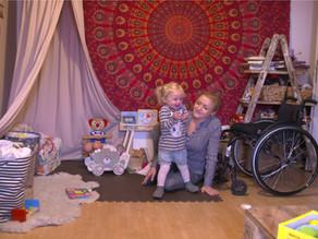Marie - Mit Kind und Rollstuhl