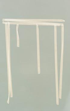Gelber Tisch auf grau.jpg