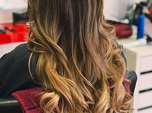 Lovely curls _redsalonmiami #redsalon #miami #hairstyles #fashion #haircut #highlights
