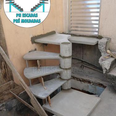 Escada Caracol com 2 Saídas