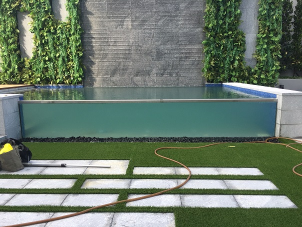 5m glass pool test