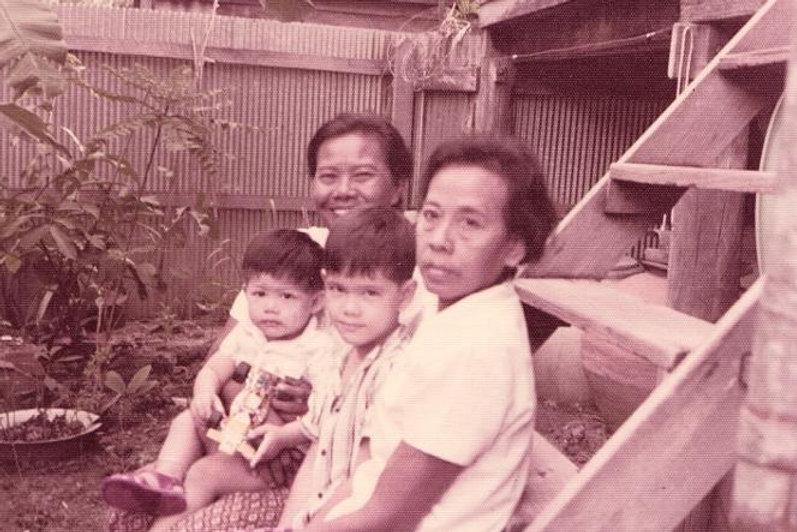 Yai Tum Yai Pai and Art Supawatt Purdy  อาร์ตตอนเด็กกับ ยายธรรม และ ยายไพ
