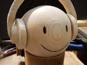 He handmade wooden headphone for emoji figure~