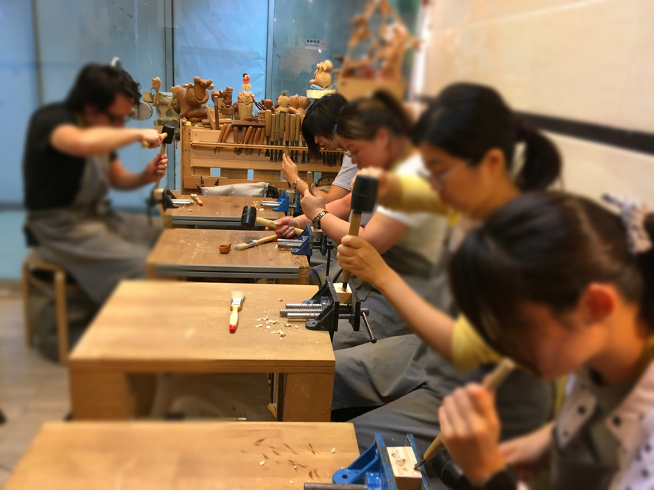 They are carving kuksa cup pandent~