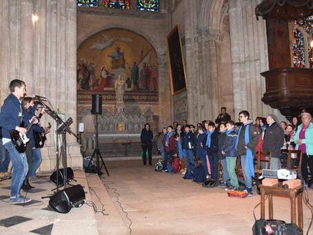 400 jeunes pour louer Dieu à Tours