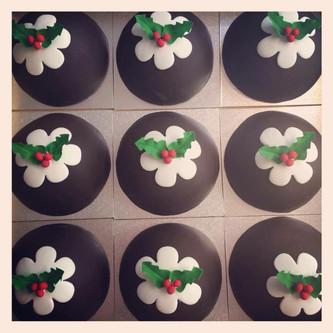 Christmas Pudding Cakes
