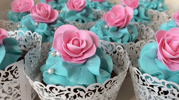 Pink and Blue Wedding Wedding Cupcakes_e