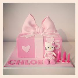 Hello Kitty Present Box Cake