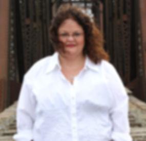 Lisa Oakes, Freelance Graphic Designer