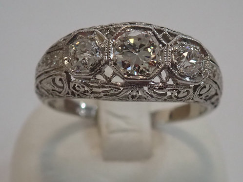 PLAT 3 STONE DIAMOND RING