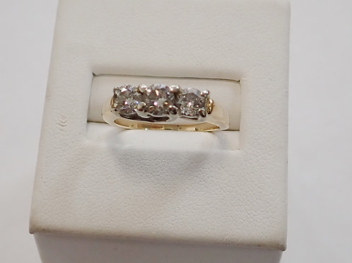 14CT 3 STONE DIAMOND RING